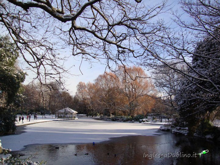 St Stephens Green inglese a Dublino con la neve