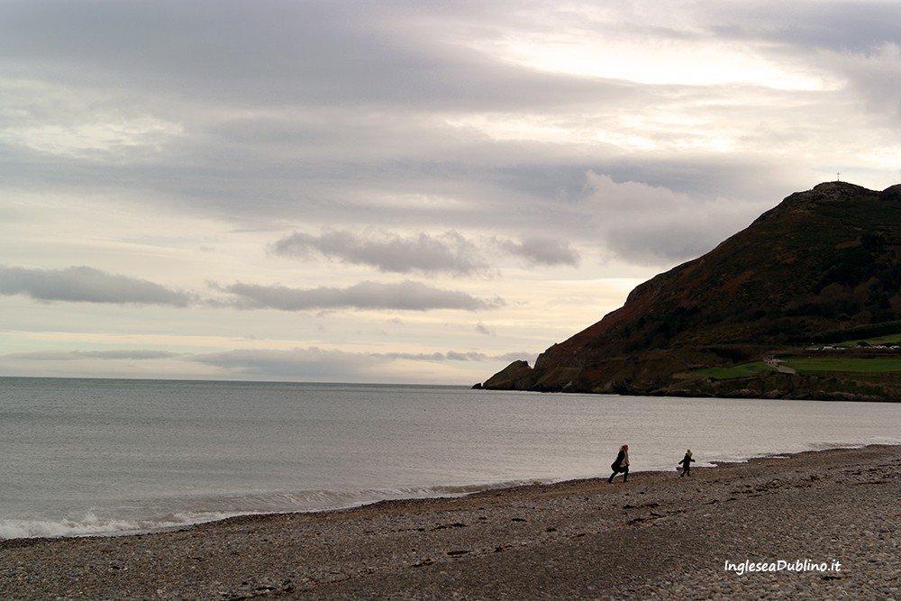 Una veduta invernale sulla spiaggia di Bray in Irlanda