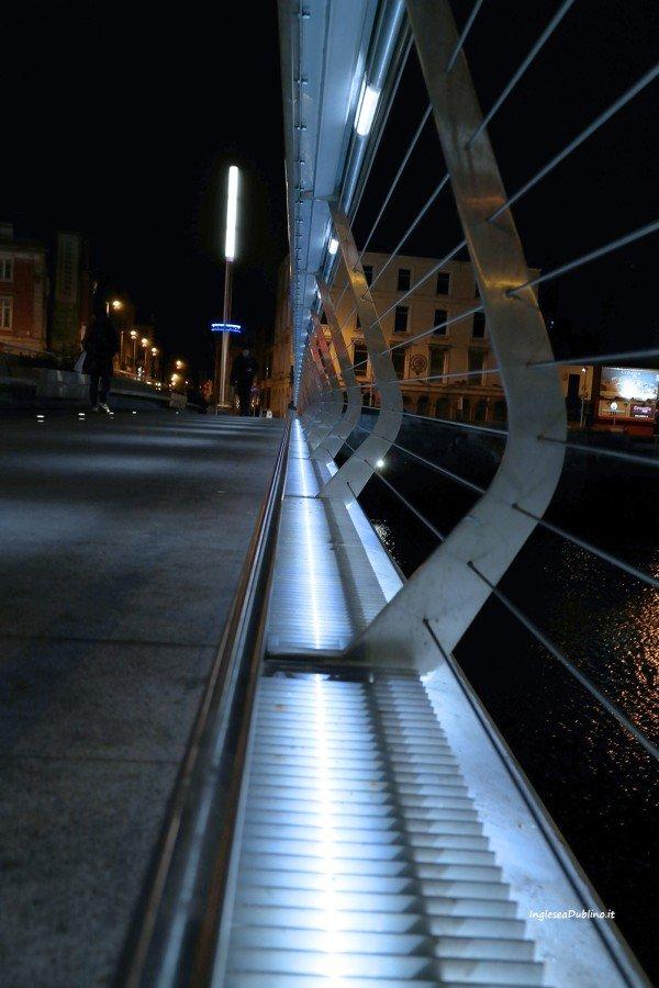 Giochi di luci ed ombre sui famosi ponti di Dublino