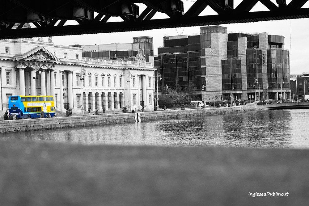 Dettagli senza tempo fra Custom House e l'area finanziaria di Dublino
