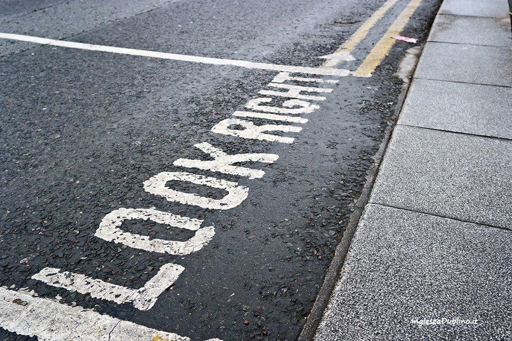 Guardare a destra! Indicazioni stradali a Dublino