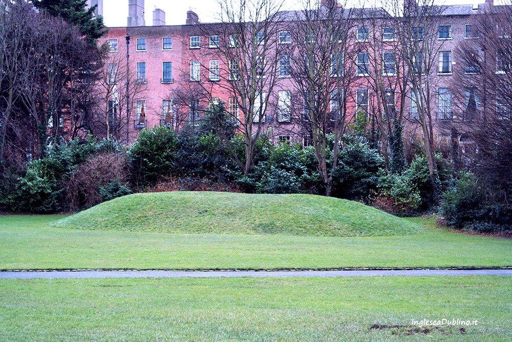 I colori e i contrasti invernali nel Parco di Merrion Square a Dublino